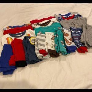 Lot of 9 two-piece cotton 18m boys' pajamas